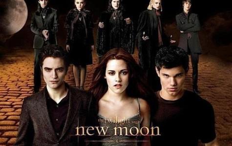 "Twilight Saga: ""New Moon"" Shatters Records"