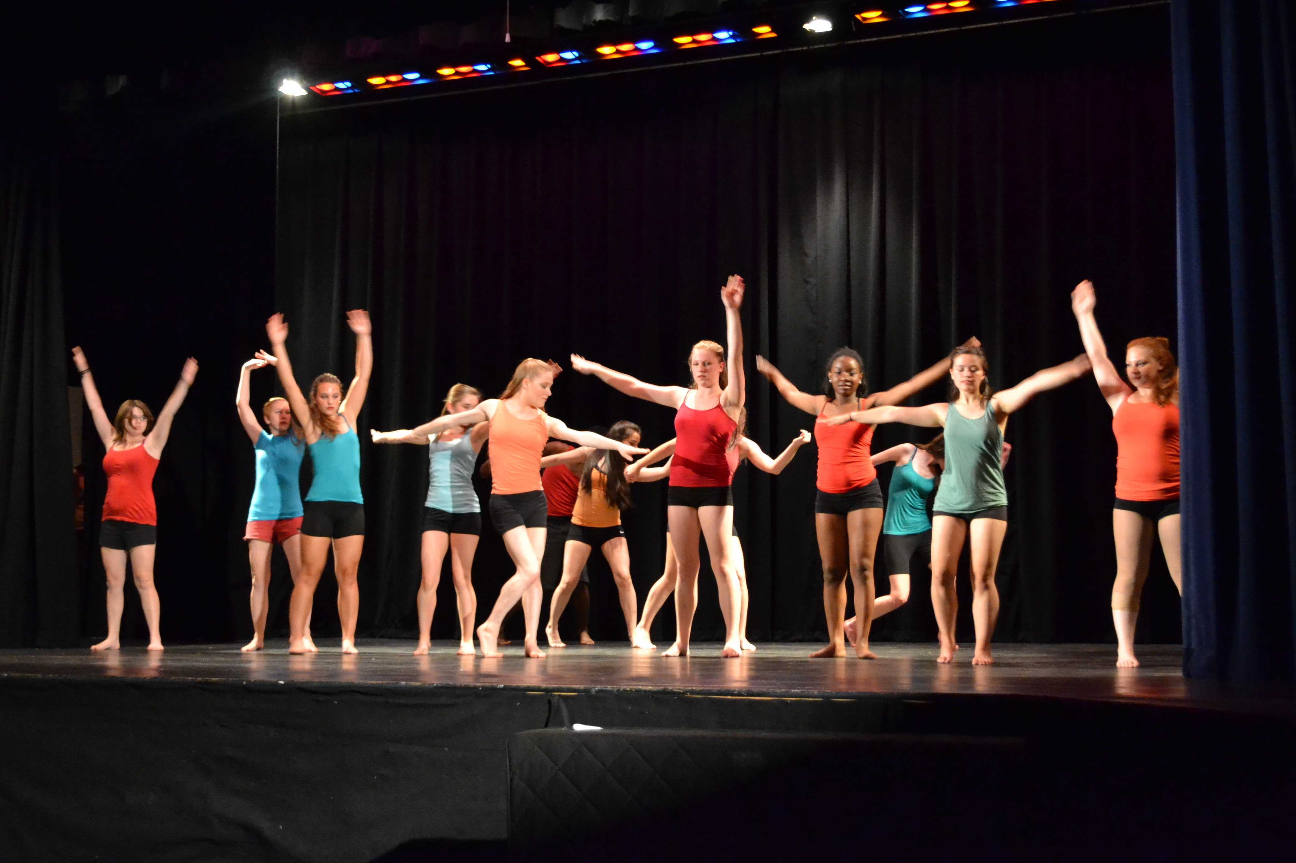 Dance Body performs Esto Es Dance Body in their end-of-the-year concert.