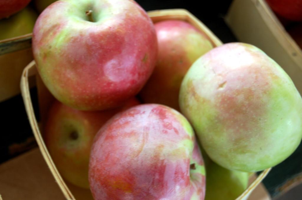 Apples+for+sale+at+the+Farmer%27s+Market