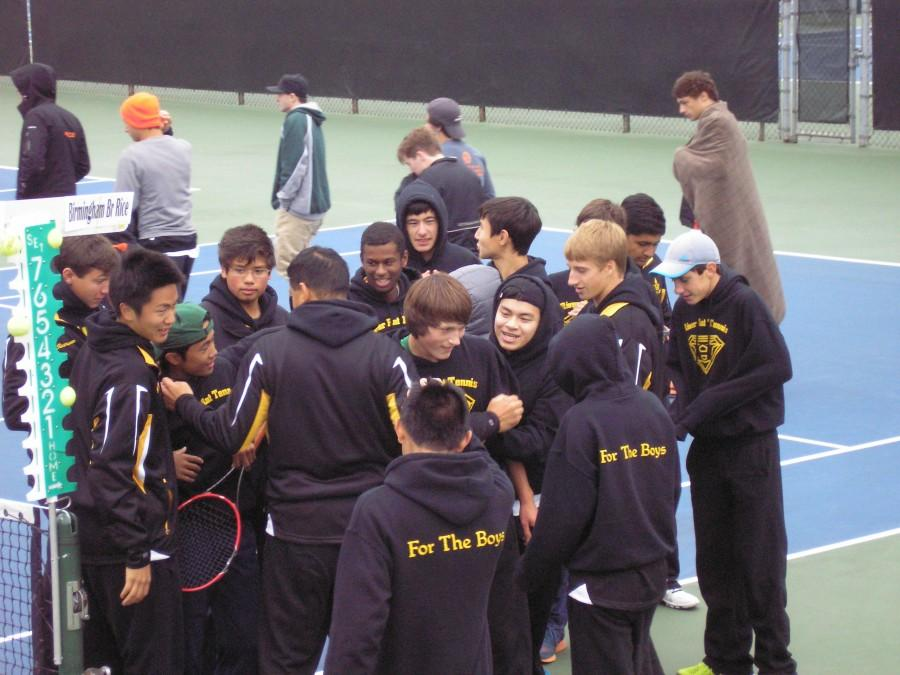 Huron+crowds+together+after+two+of+their+players+win+3rd+doubles+championship.