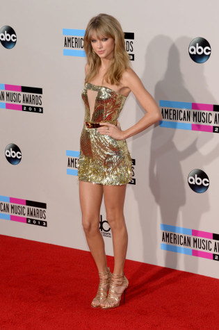 Pop star, Taylor Swift, on the red carpet showing off her 'perfect' body to the media as they photograph her for all women to see, from http://popcrush.com/