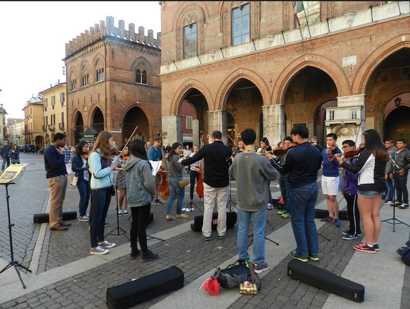 Members+of+Pioneer+High+School+Orchestras+perform+in+the+streets+of+Cremona.+This+spontaneous+performance+sparked+interest+in+the+orchestra+and+encouraged+residents+to+attend+their+performance.
