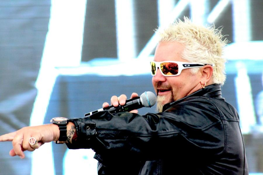 Fieri+picks+Valencia+to+be+one+of+the+contestants+to+participate+in+the+short+games+to+determine+who+would+be+the+last+person+to+steal+the+remaining+spot+in+the+cook-off.