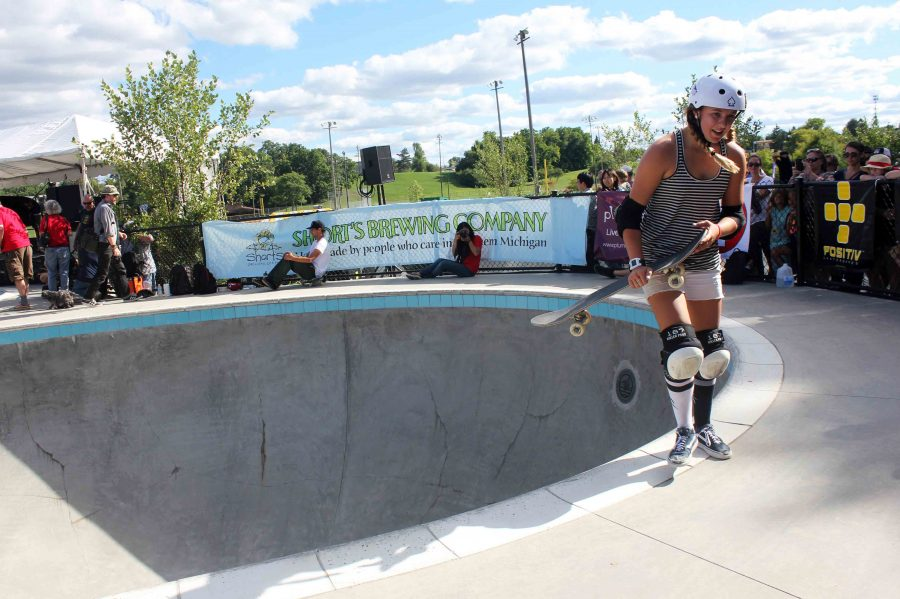 Jordyn+Barratt%2C+17+year+old+skater+and+surfer+from+San+Diego+exits+the+pool+after+freestyling.