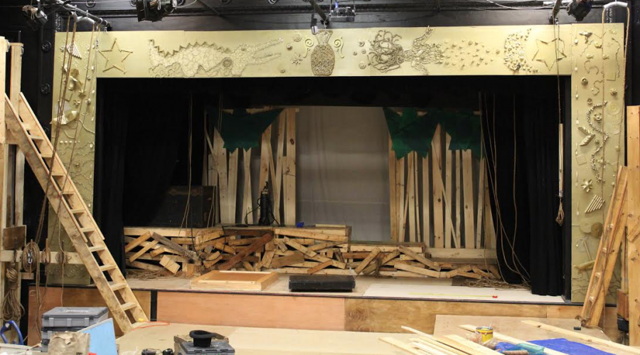 The stage design for Peter and the Starcatcher