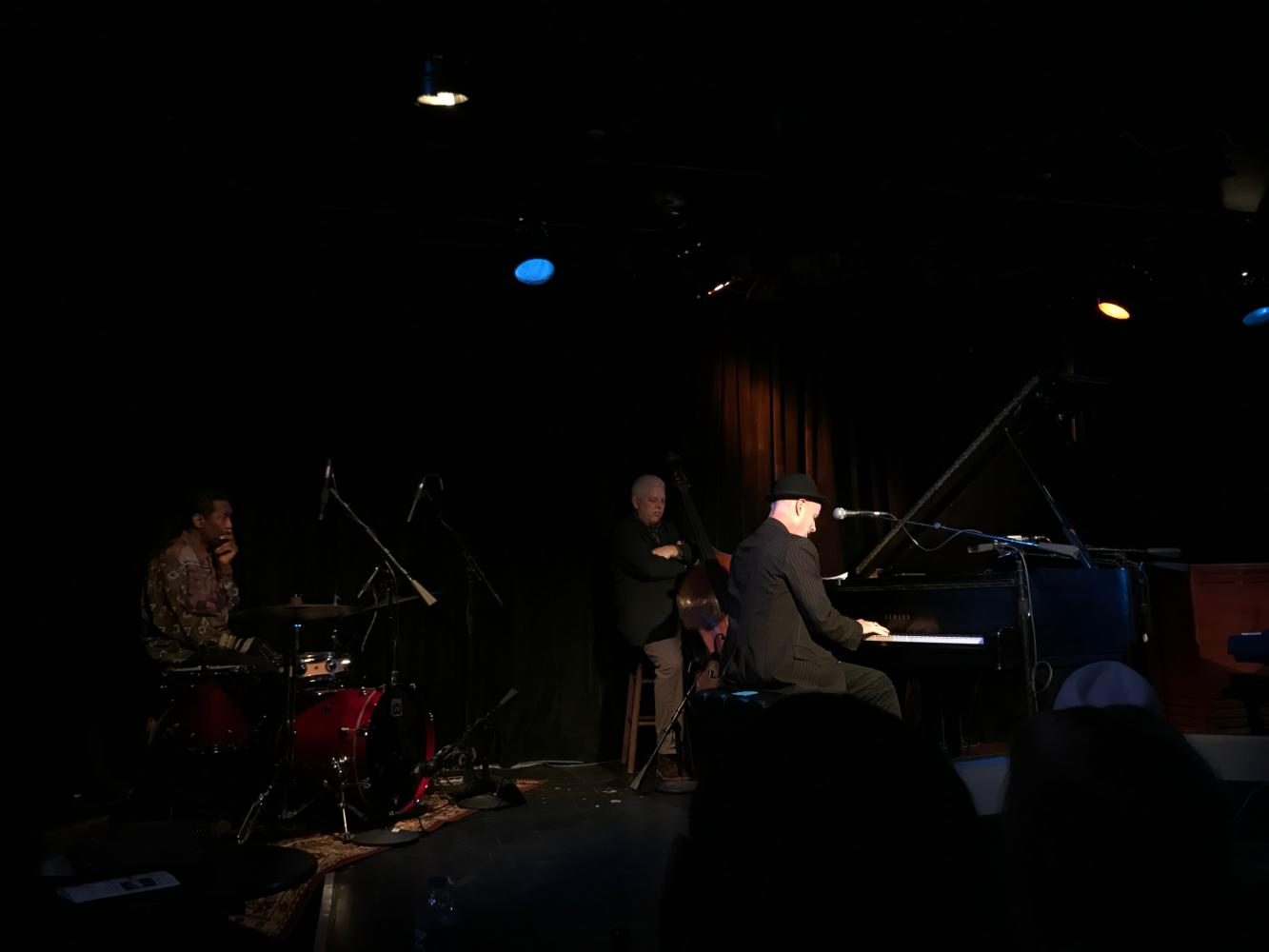 Al+Hill+plays+a+solo+as+Larry+King+and+Paul+Keller+look+on.+Hill%27s+performance+kicked+off+the+night+on+a+high+note%2C+with+beautiful+piano+and+impressive+vocals.