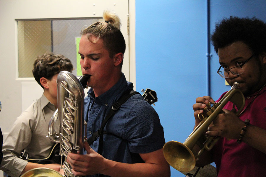 Members of jazz band preform throughout the evening.