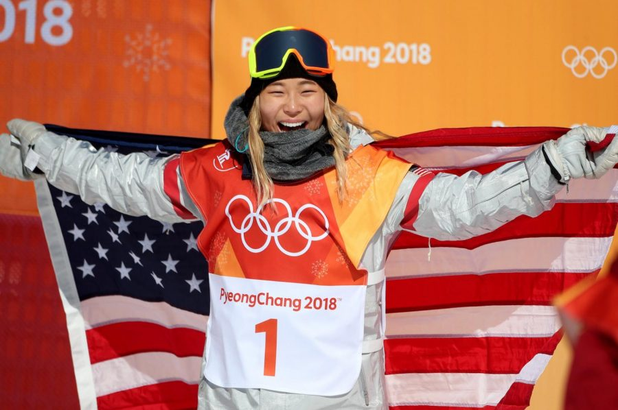 Chloe+KIm+celebrates+with+the+USA+flag+in+the+women%E2%80%99s+halfpipe+at+the+2018+Winter+Olympics.%0A