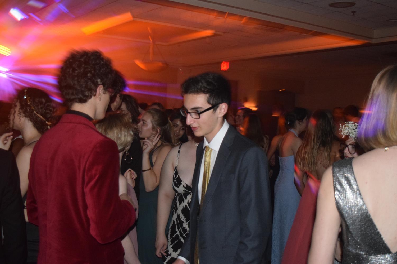 Noah+Greenberg+makes+his+way+off+the+dancefloor+after+dancing+at+prom.