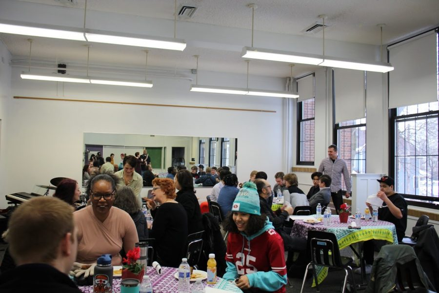 Parents and students enjoy breakfast and music in Bodley Hall.
